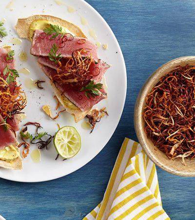 Tostadas de atún con aderezo de limón