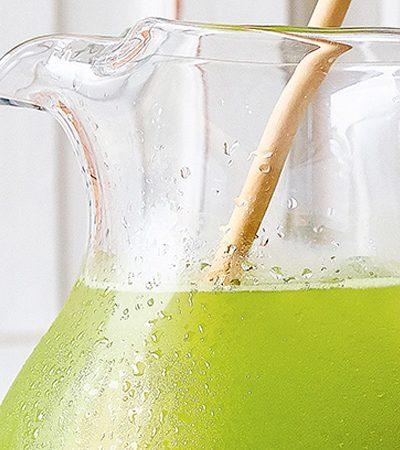 agua de alfalfa con limon y piña