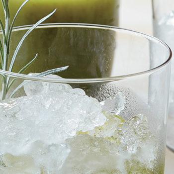 agua de kiwi uvas y albahaca