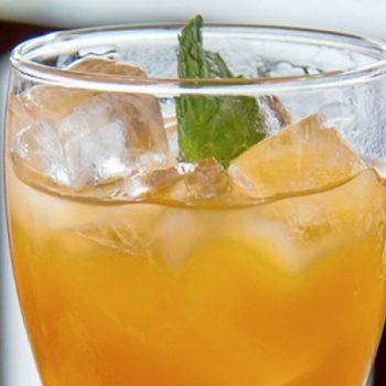 Agua de mango con arandanos