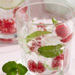 Agua de menta con limón y frambuesa