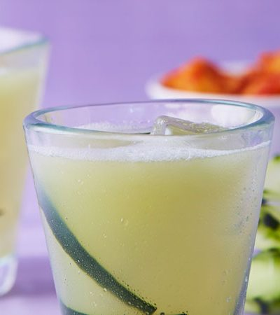 Agua fresca de pepino y limón
