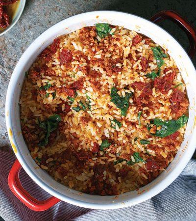 Arroz con chorizo y tomates deshidratados