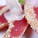 Atun fresco a la parrilla marinado con jengibre y ajonjoli