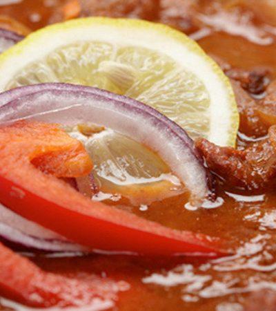Bistec de res en salsa de chile pasilla