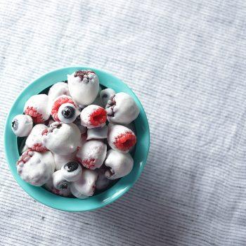 Bites de frutos rojos congelados con yogurt