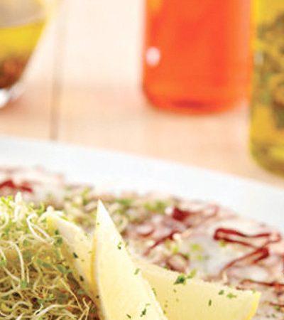 Carpaccio de pulpo con vinagreta de lima y chile guajillo