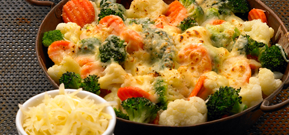 Cazuela de brocoli, coliflor y zanahorias gratinadas