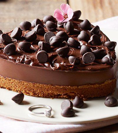 Cheesecake de chocolate con almendras y chispas