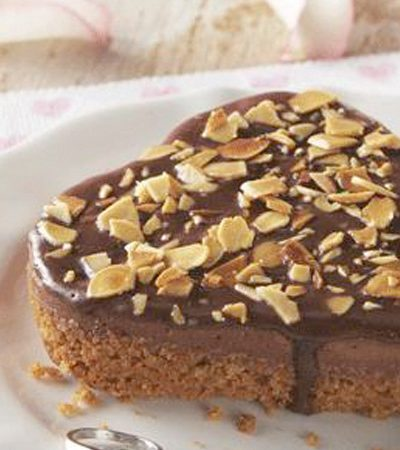 Cheesecake de chocolate y almendras tostadas