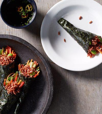 Conos de sushi con arroz integral