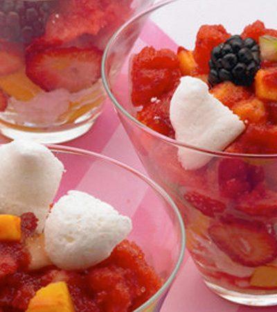 Copa de merengues con fruta