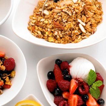 Crumble de frutas, semillas y miel