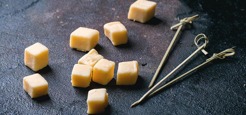 cubos de queso manchego