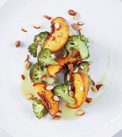 Ensalada de brócoli con duraznos