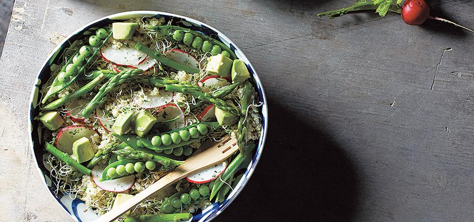 Ensalada de espárragos con aguacate y vinagreta de hierbas