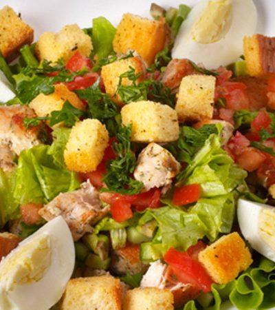 Ensalada de jamon con pollo y vinagreta de cilantro