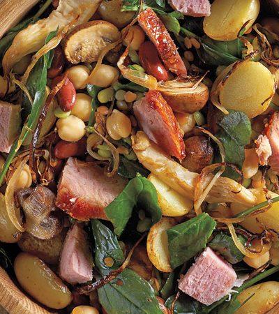 ensalada de leguminosas con pierna de cerdo ahumada