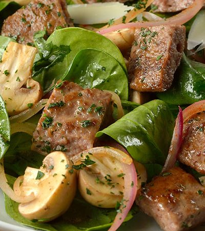 Ensalada de Sirloin con Cebollas y Espinacas