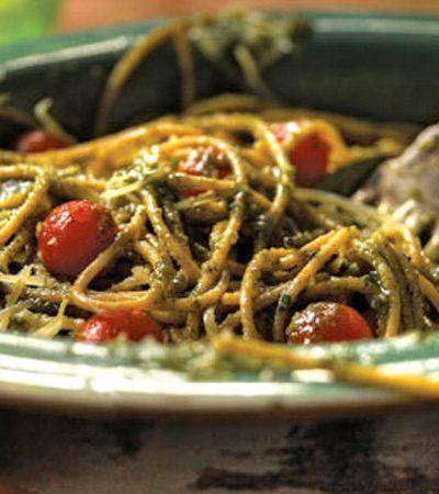 Espagueti integral al pesto de albahaca