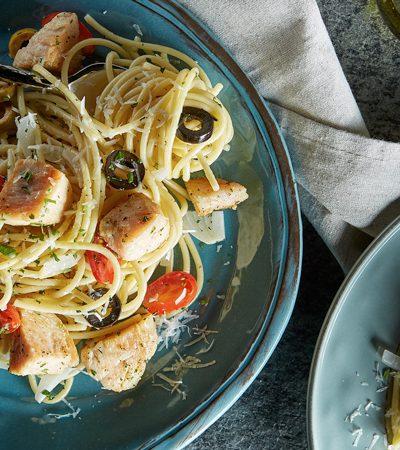 Espagueti mediterráneo con pollo