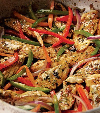 Fajitas de pollo con pimientos y marinada estilo oriental