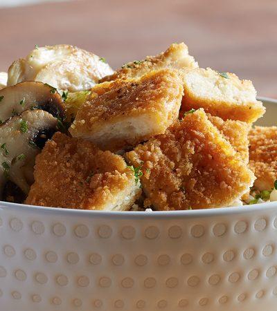 Hamburguesas de pollo con arroz y piña