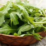 hojas verdes lechuga espinaca arugula berros acelga