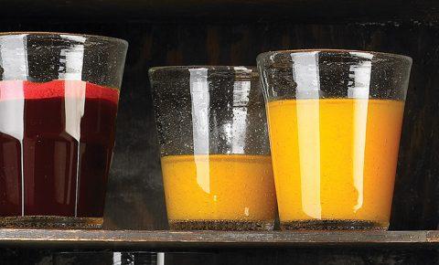 Jugo de naranja, fresa, pingüica y guayaba