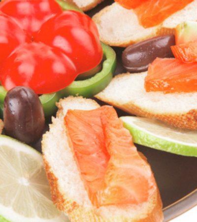 Láminas de salmón marinadas con chile de árbol