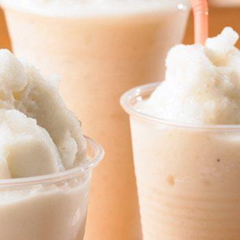 Licuado de yogurt con avena, platano y vainilla