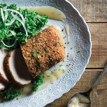 Lomo de Cerdo con Salsa de Manzana y Kale al Vapor