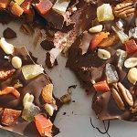 Marqueta de chocolate y frutos secos