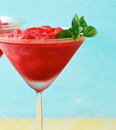Martini frozen de jamaica y hierbabuena