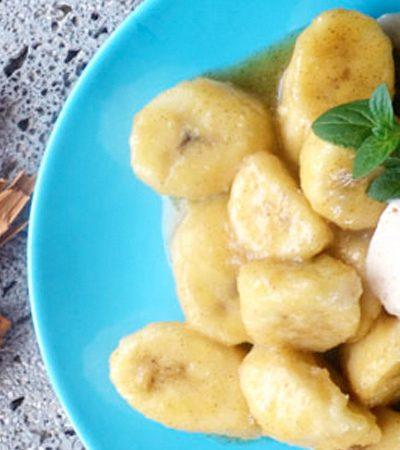 Plátanos flameados con helado de canela