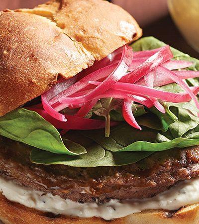 Sándwich de Carne con Aderezo de Rábano Picante