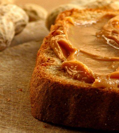 sandwich de mantequilla de cacahuate con mermelada