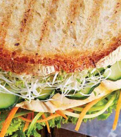 Sándwich de pollo con pesto de cilantro
