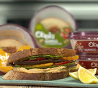 Sandwich de vegetales parrillados y obela