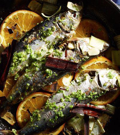 Sardinas al horno con naranja y poro
