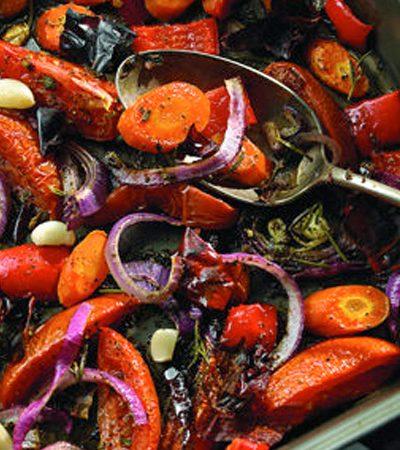 Sopa roja de vegetales