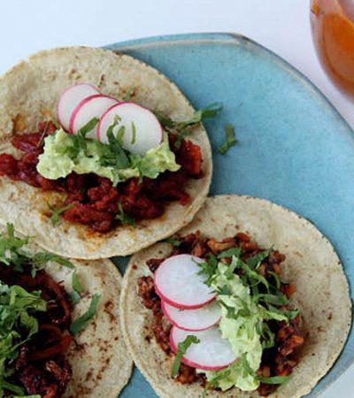 tacos prensados con guacamole