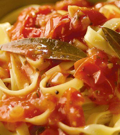 Tagliatelle con salsa de tomate