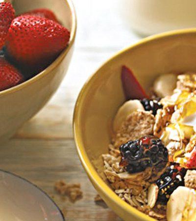 Tazón de cereales y frutas