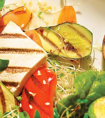 Tofu a la parrilla con vegetales organicos