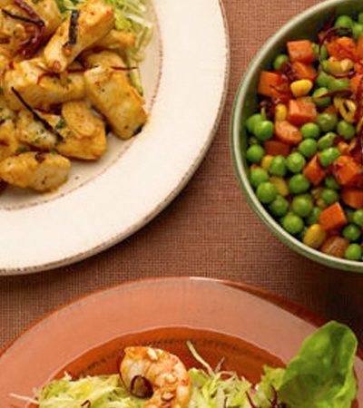 Trio de ajillo: camarones, pescado y vegetales marinada al ajil