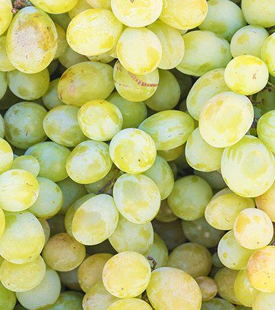 uvas verdes y manzana