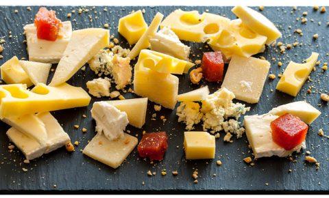 La vuelta al mundo en 5 quesos