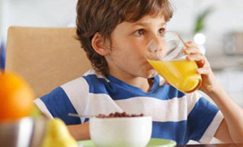 Niños: Alimentos que nunca pueden faltar en casa