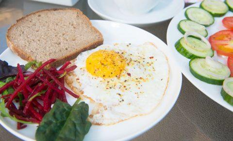 ¿Sabías que saltarte el desayuno engorda?